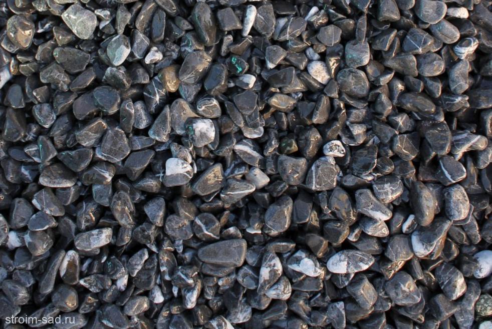 Щебень галтованый черный (мрамор) фр.10-20 мм.