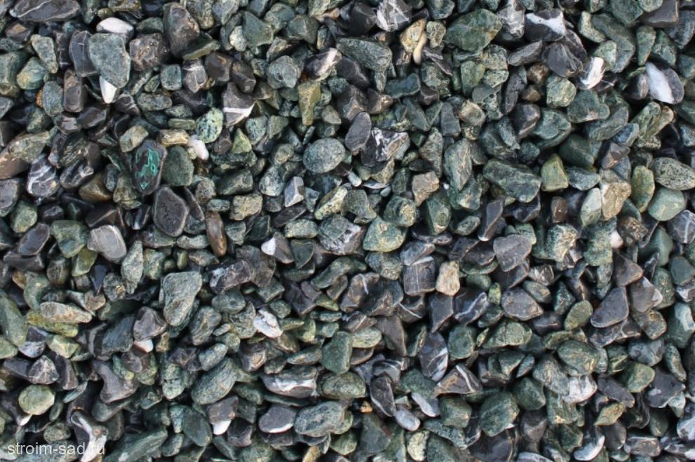 Щебень галтованый микс (зеленый-черный) фр.10-20 мм.