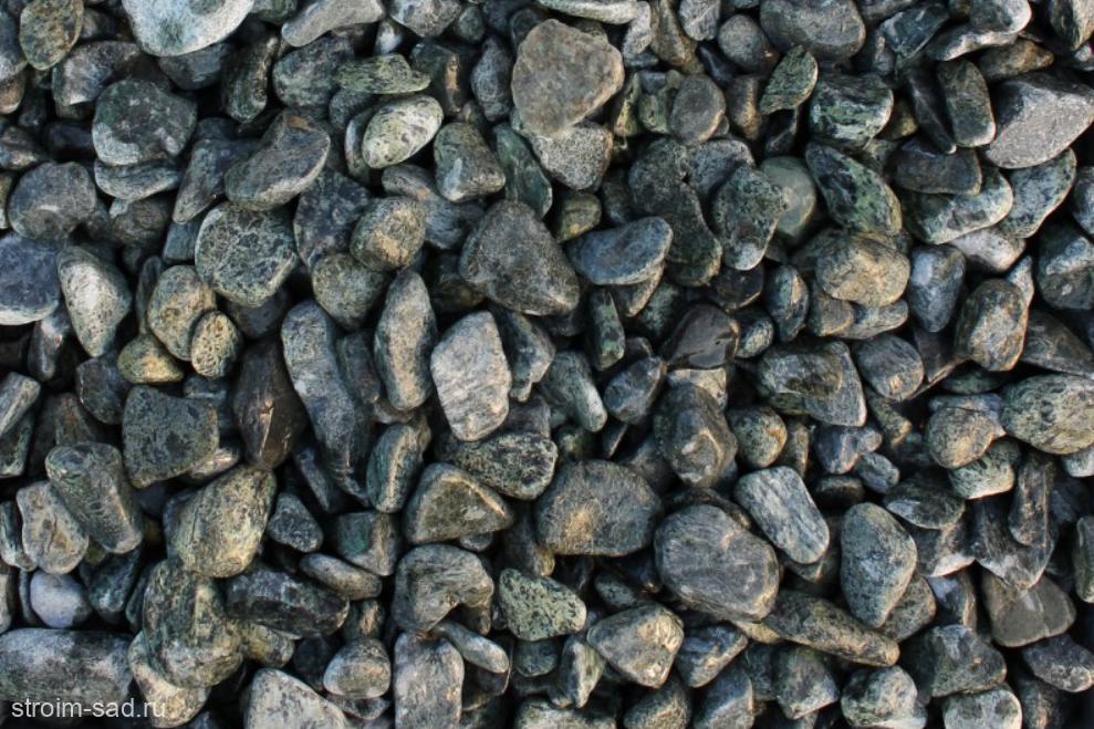 Щебень галтованый зеленый (змеевик) фр. 20-40 мм.