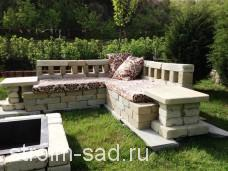 Садовый угловой диван из камня 2,4*2,4*0,8м