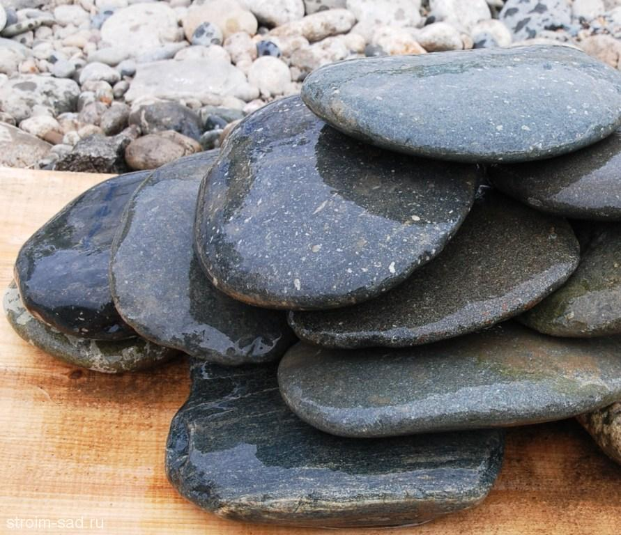 Галька речная плоская (темно-серая)фр. 100-200(300) мм., меш. 25 кг.