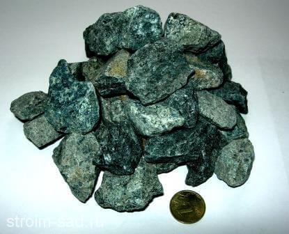 Зеленый гранитный щебень(серпентинит) фр.10-20мм, меш. 25 кг